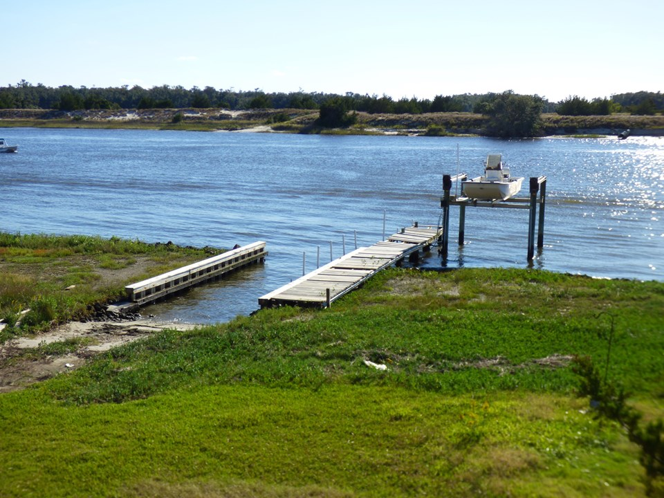 private boat ramp, dock and boat lift a rare find! directly on the intracoastal waterway